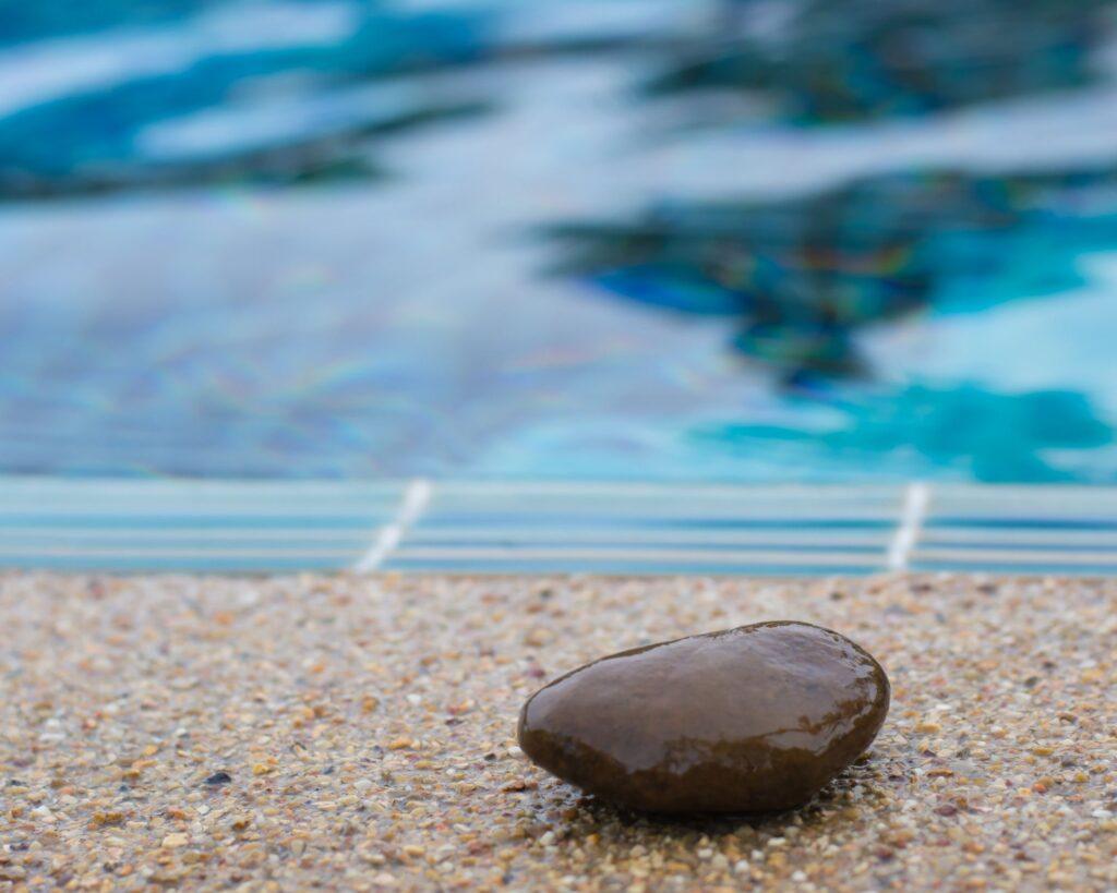 moquette-pierre-plage-piscine